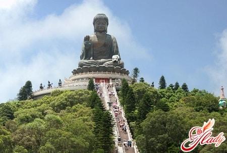 статуя сидячего будды на острове ламма