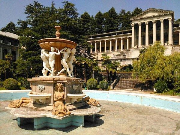 Санаторий Орджоникидзе. Знаменитый фонтан «Танцующие Вакханки»