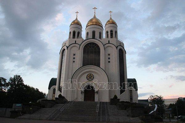 Храм Христа Спасителя на площади Победы