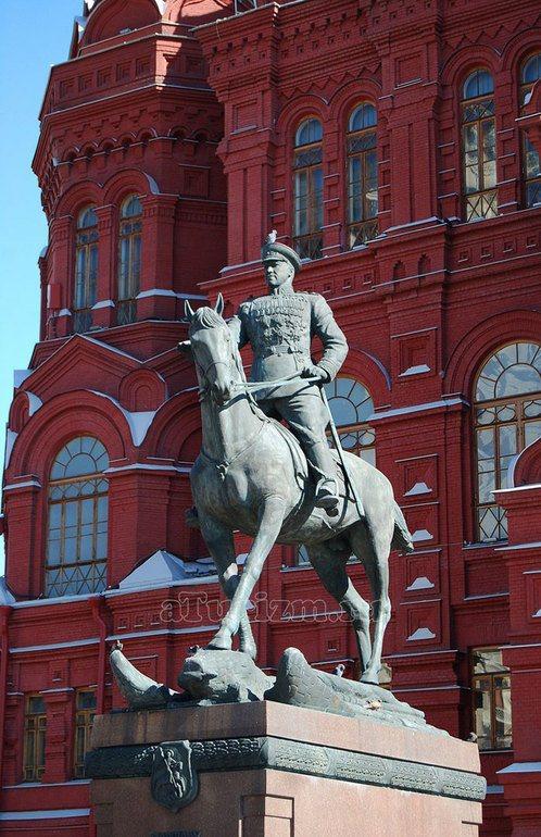 Памятник маршалу Жукову на Манежной площади