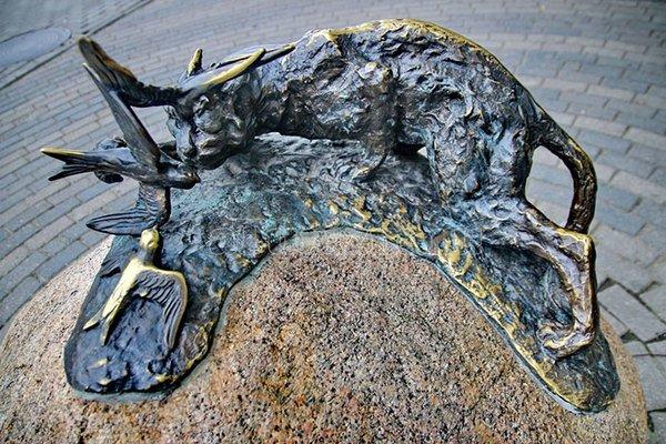 """Скульптура """"Кот и три птицы"""""""