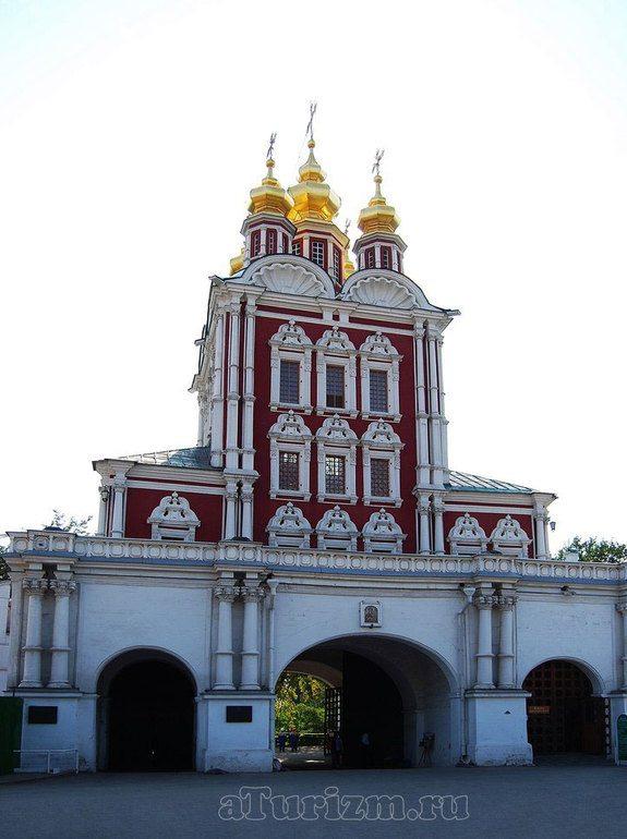 Преображенская надвратная церковь Новодевичьего монастыря
