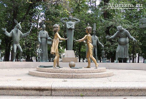 Памятник «Дети – жертвы пороков взрослых» на Болотной площади