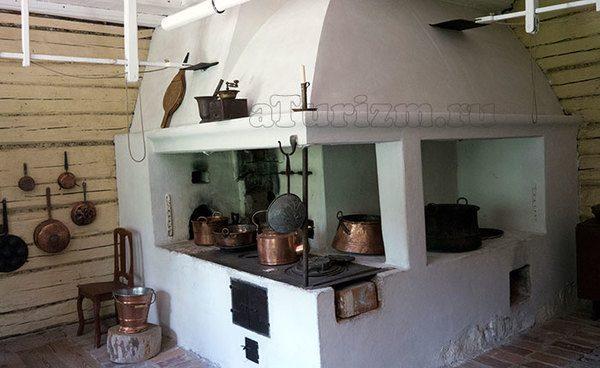Старинная печь, финская изба, музей под открытым небом Сеурасаари, Финляндия