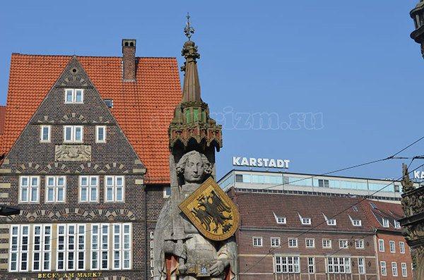 Статуя Роланда в г. Бремен на центральной площади