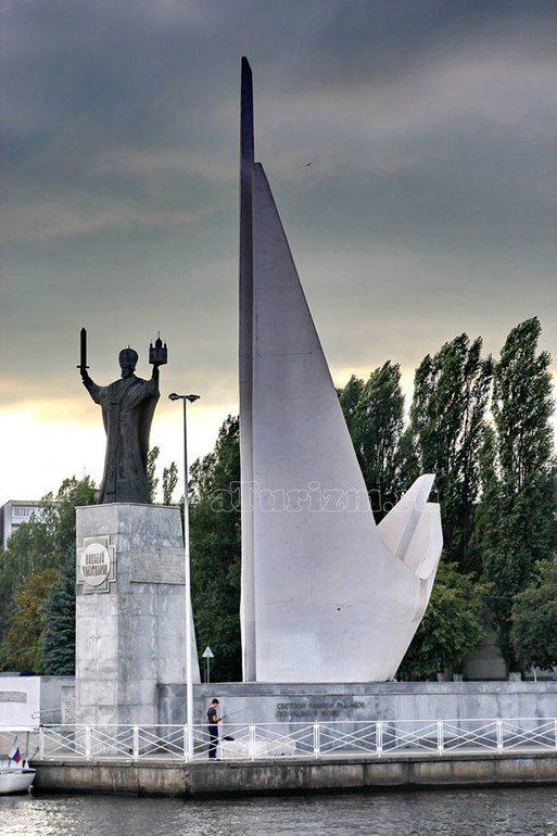 Памятник Николаю Чудотворцу в Калининграде