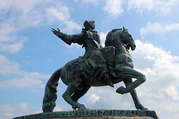Памятник императрице Елизавете Петровне. Калининградская область, г. Балтийск, Морской бульвар