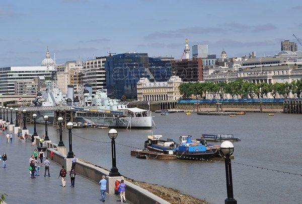 Вид с Тауэрского моста на Темзу