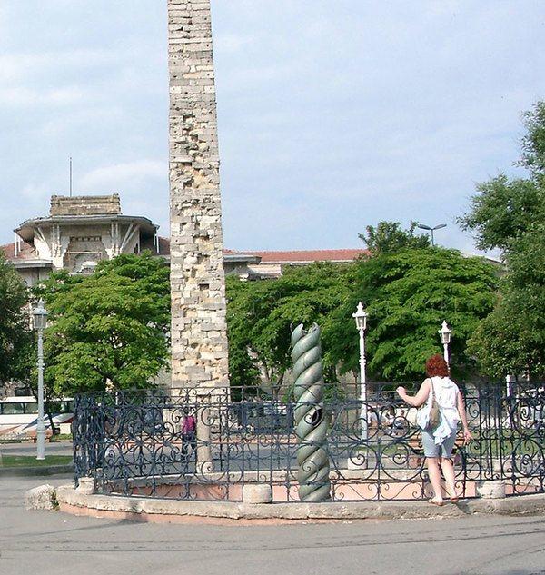 Змеиная колонна и Обелиск Константина
