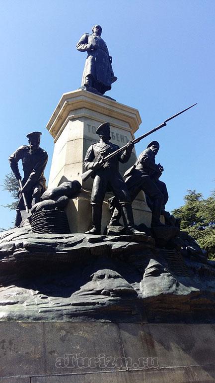 Памятник Э. И. Тотлебену в городе Севастополь