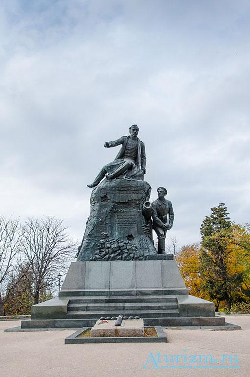 Памятник Корнилову Малахов Курган