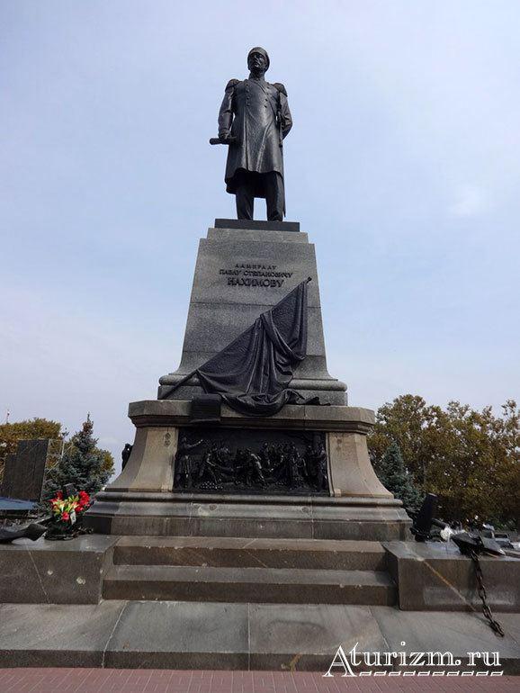 Памятник адмиралу Нахимову