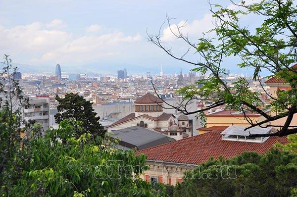 Вид-на-Барселону-со-смотровой-площадки-на-площади-Испании