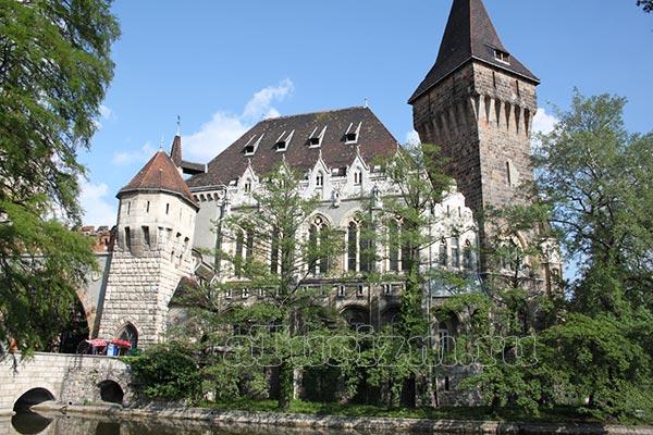 Замок Вайдахуняд фото