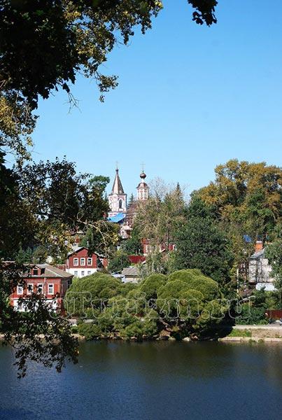 Ильинская церковь со стороны Келарского пруда