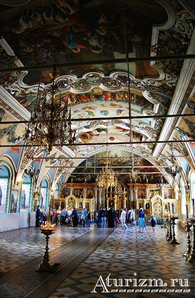 Интерьер-Церкви-преподобного-Сергия-с-Трапезной-палатой