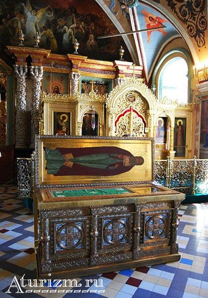 Интерьер-Церкви-преподобного-Сергия.-Рака-с-мощами-прп