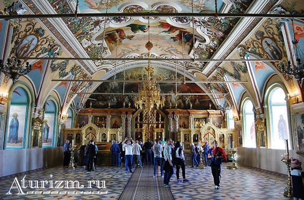Интерьер-Церкви-преподобного-Сергия2
