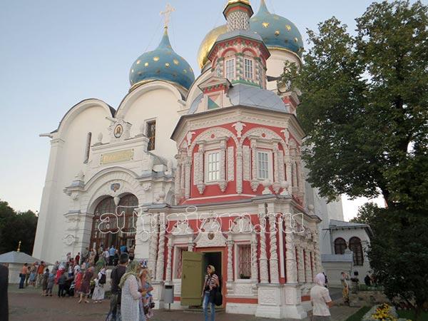 Надкладезная часовня возле Успенского собора