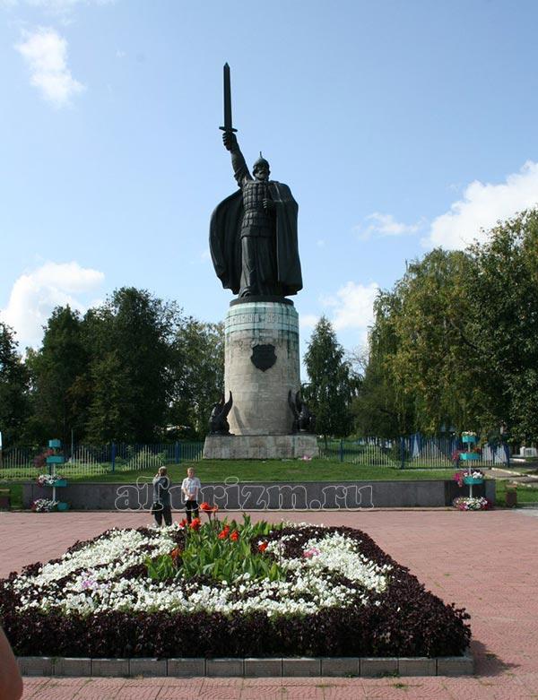 Памятник Илье Муромцу фото