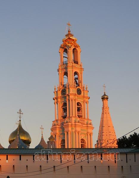 Пятиярусная Лаврская колокольня фото