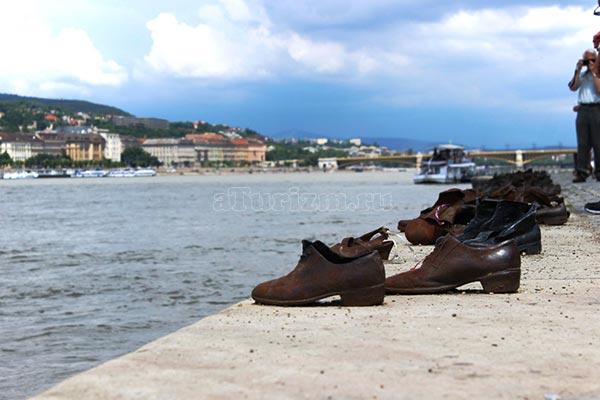 Туфли-памятник-жертвам-Холокоста
