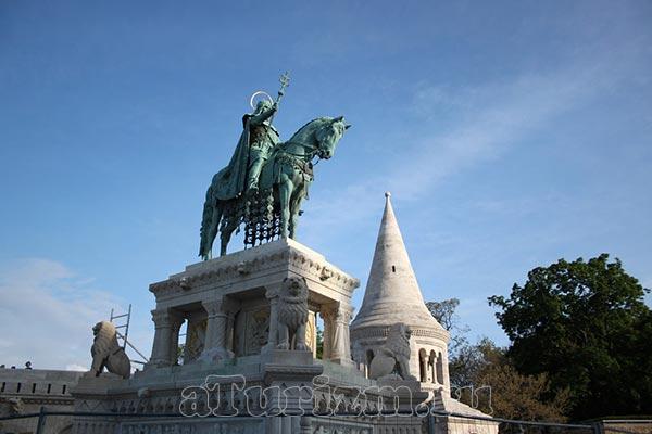 Памятник королю Иштвану (Стефану) фото