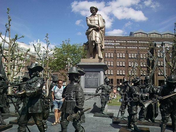 Площадь Рембрандта фото