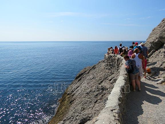 туристы на тропе Голицына в Крыму