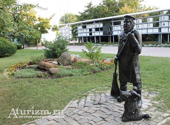 Памятник дворнику ул.Гоголя