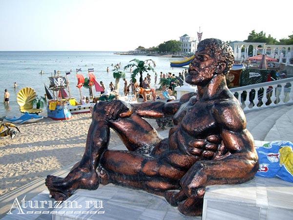 Памятник-отдыхающему-Гераклу