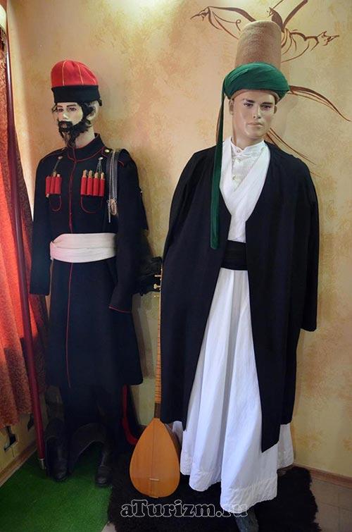Текие-дервишей,-музей,-одежда-чеченца-и-татарина