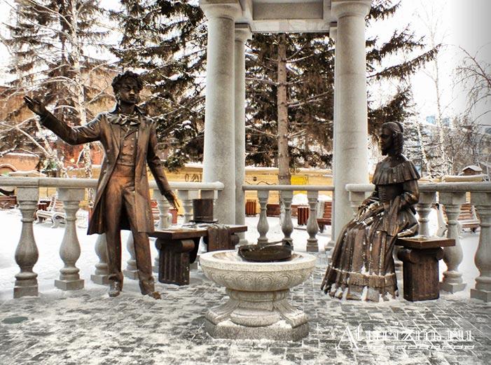 Ротонда-со-скульптурной-композицией-Пушкин-и-Натали