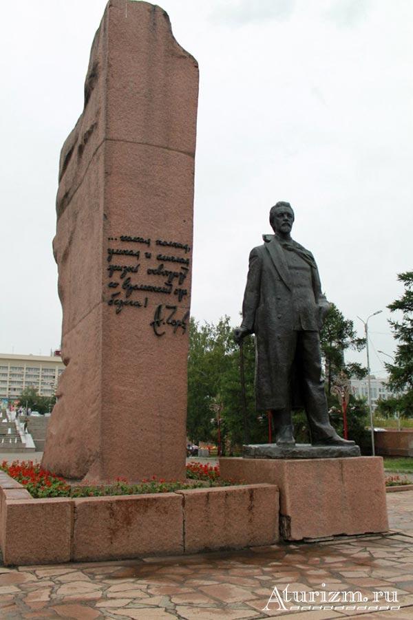 памятник-чехову
