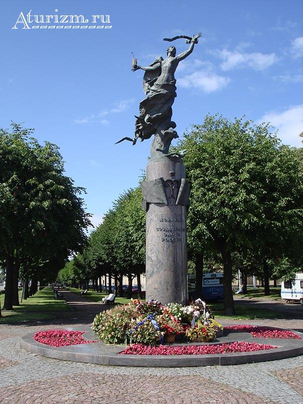 Памятник морякам и создателям флота России