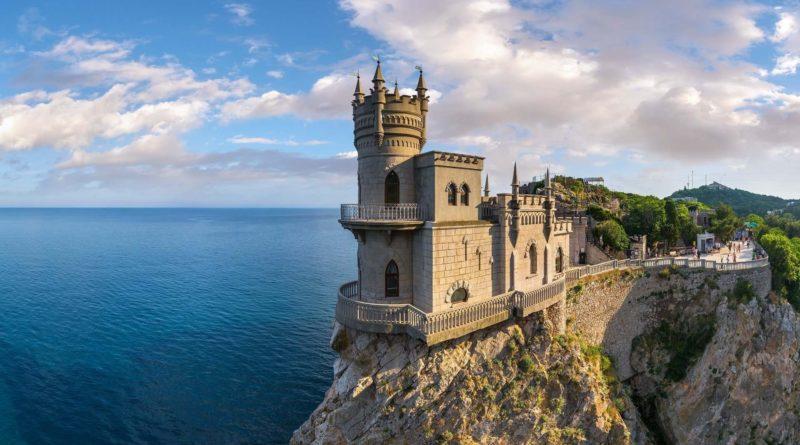 Ездила в Крым, а могла бы за те же деньги в Испании отдохнуть
